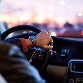 Ascoltare musica malinconica mentre si va al lavoro fa benissimo, lo dice questo studio