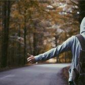 Io me ne vado: 10 canzoni italiane per chi vuole scappare di casa