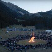 """Un'immagine del video di """"Tender"""" dei blur eseguita al Rockin'1000 Summer Camp"""
