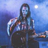 Voce, chitarra e tanta grazia: Emma Nolde live