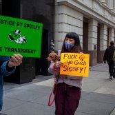 Alcuni dei manifestanti al Day of Action of Justice at Spotify - foto dal profilo Twitter di UMAW