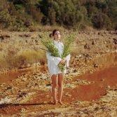 """Bluem nella sua terra madre, la Sardegna - foto di Jasmine Färling, cover del singolo """"Martedì"""""""