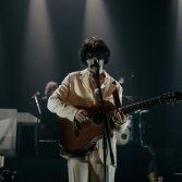 Dal buio alla luce: Andrea Laszlo De Simone racconta il Film del suo concerto