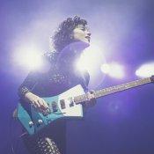 chitarra, St. Vincent e la sua Blue Front
