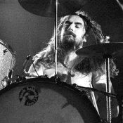 Il batterista dei Black Sabbath svuota la cantina: 200 pezzi in vendita