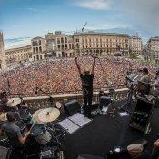 mtv, I Subsonica sul palco di TRL a Piazza Duomo, Milano