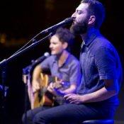 cover, Vasco Brondi durante il concerto a Milo (foto di Giovanni Canitano)