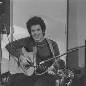 diritto d'autore, Lucio Battisti durante la partecipazione alla trasmissione radiofonica Supersonic, via Wikipedia