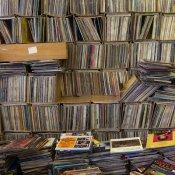 negozio dischi, stock-vinile-magazzino.jpg