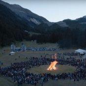 rockin1000, Un'immagine del video di Tender dei blur eseguita al Rockin'1000 Summer Camp