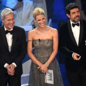 Sanremo, I conduttori di Sanremo 2018 Claudio Baglioni, Michelle Hunziker e Pierfrancesco Favino (foto Ansa)