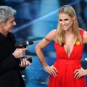Sanremo, Michelle Hunziker e Claudio Baglioni durante la seconda serata del Festival di Sanremo (foto Ansa)