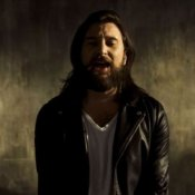nuovo video, Un'immagine del video di Hard Times di Nic Cester