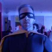 """Guarda """"Nessuno vuole essere Robin"""", il nuovo video di Cesare Cremonini"""
