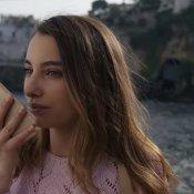 nuovo brano, Un'immagine del video di Je te voglio bene assaje di Liberato