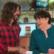 tv, Dave Grohl insieme a sua madre Virginia Hanlon Grohl
