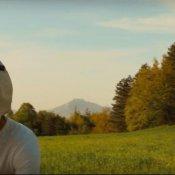 intervista, Un'immagine del video di Say Goodbye di Be a Bear