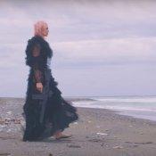 nuovo singolo, Un'immagine del video di Funeral Party di Rose Villain