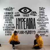 Hype Aura è il debut album dei Coma_Cose e noi siamo andati a vedere di cosa si tratta