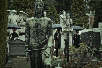 I Baustelle nel cimitero monumentale di Milano