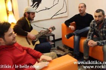 Divanetti Live, ovvero le band vengono a trovarci in redazione e suonano qualche pezzo in acustico: i Sikitikis