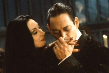 Elio e Geppi Cucciari impegnati nell'adattamenteo del musical di Broadway sulla Famiglia Addams