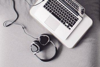 computer cuffie musica