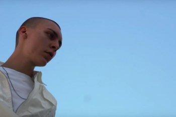 """Un'immagine del video di """"Until We Fade"""" di Yakamoto Kotzuga"""