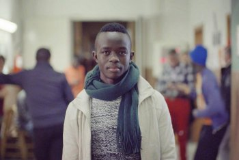 Seku (19 anni, dalla Liberia) fotografato da Anush Hamzehian