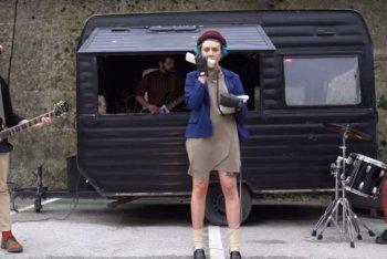 """Un'immagine del video di """"Verme"""" dei Gomma"""