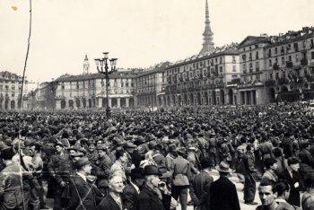 """Parte della cover di """"Materiale Resistente"""""""