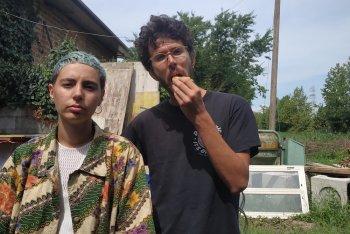 Sara e Lorenzo, che mangia un panino: sono i Queen of Saba