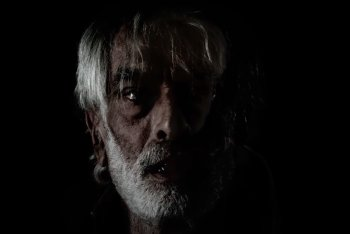 """Flavio Giurato in uno still del video """"Le promesse del mondo"""""""