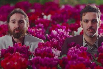 """Dimartino e Colapesce in uno still dal video """"Musica leggerissima"""""""