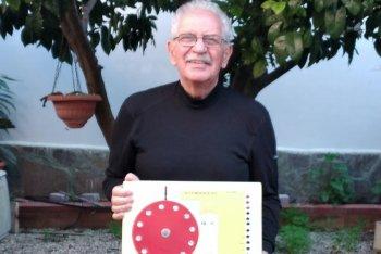 Marcello Piquè con la sua invenzione: l'Accordiogeno
