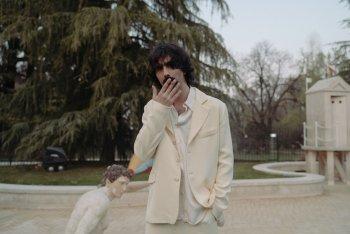 Andrea Laszlo De Simone nel giardino della Triennale - tutte le foto sono di Marco Previdi