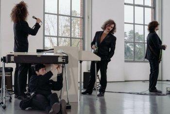 """Anthony Sasso durante le prove per """"Il Film del Concerto"""" di Andrea Laszlo De Simone in Triennale - foto di Marco Previdi"""