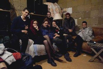 Foto di gruppo di Borgata Boredom (da sx a dx): Gabor, Lady Maru, Toni Cutrone, Bob Junior, Demented, Ludo, Vic Sinex - foto di Martina Leo