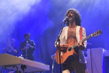 Andrea Laszlo De Simone sul palco del TOdays Festival a Torino - foto di Federico Cardamone