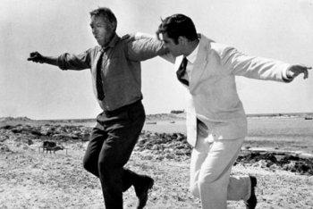 """Anthony Quinn, a sinistra, in una scena di """"Zorba"""" assieme a Basil aka Alan Bates"""