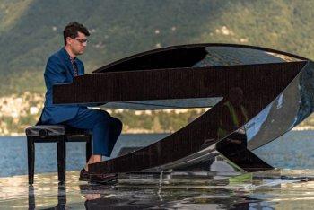 Alessandro Martire, The Floating Moving Concert, Lago di Como - foto di Alessandro Farigu
