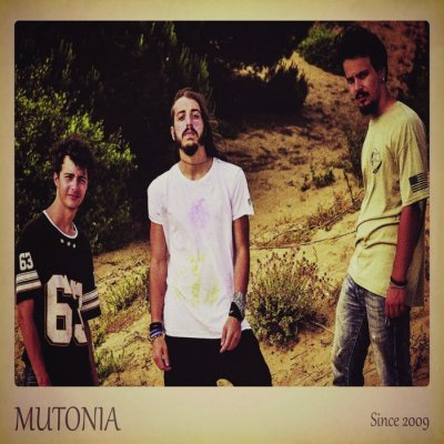 MUTONIA To 3 To 4 Ascolta e Testo Lyrics