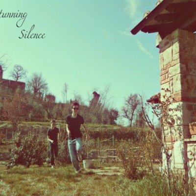 Stunning Silence L'ospite inquietante Ascolta e Testo Lyrics